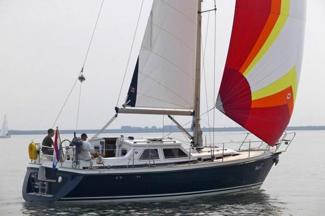 C Yacht 1130 Ds on Salon Layout Design