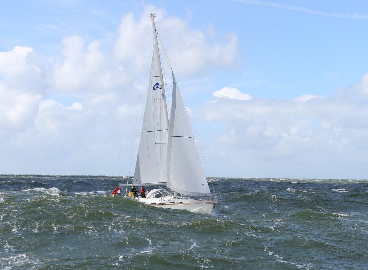 Vergleich Motorboot Segelboot Elling E4 vs. C-Yacht 12.50i 2015 IJmuiden N8C8A0008