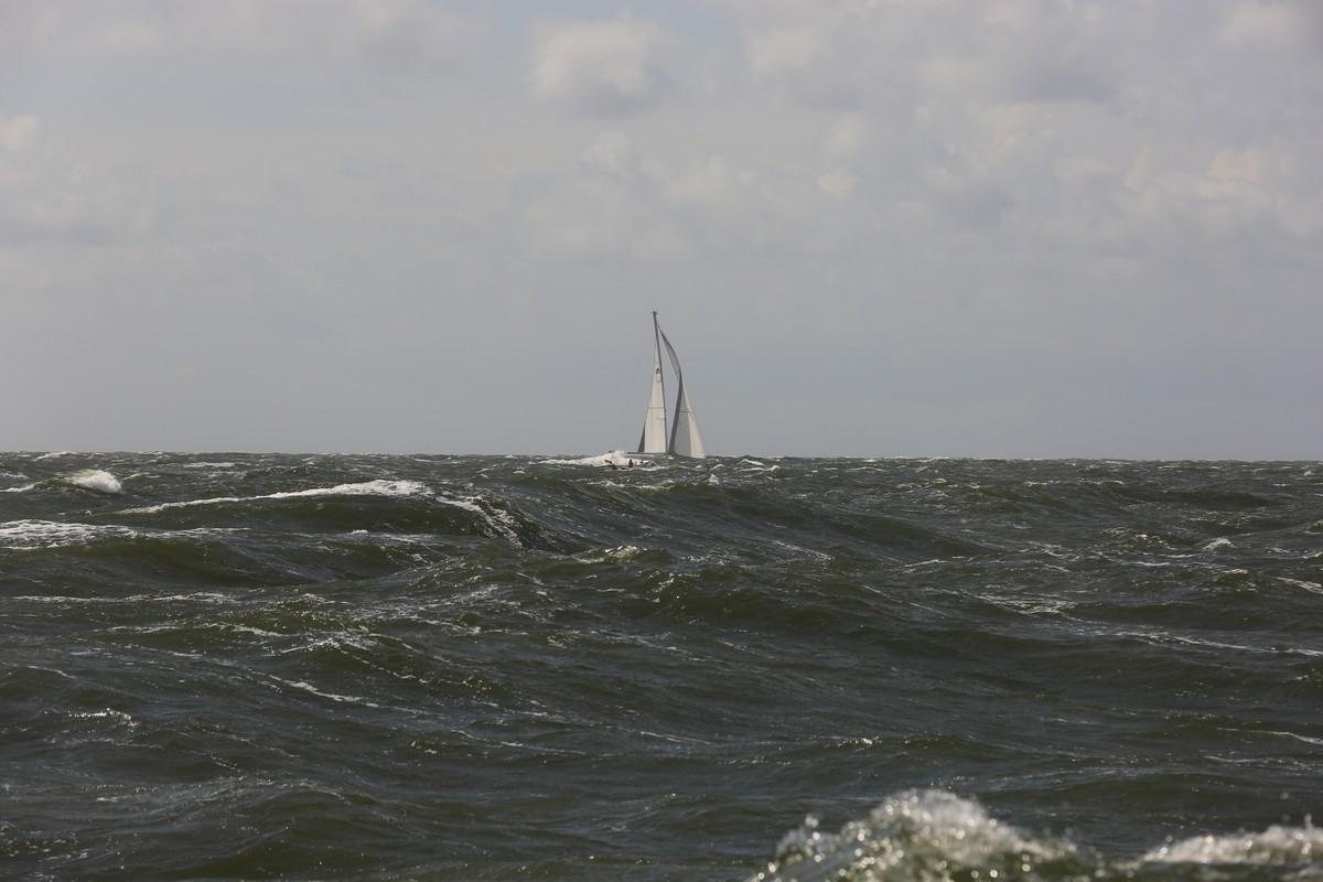 Vergleich Motorboot Segelboot Elling E4 vs. C-Yacht 12.50i 2015 IJmuiden Ngu8C8A0020
