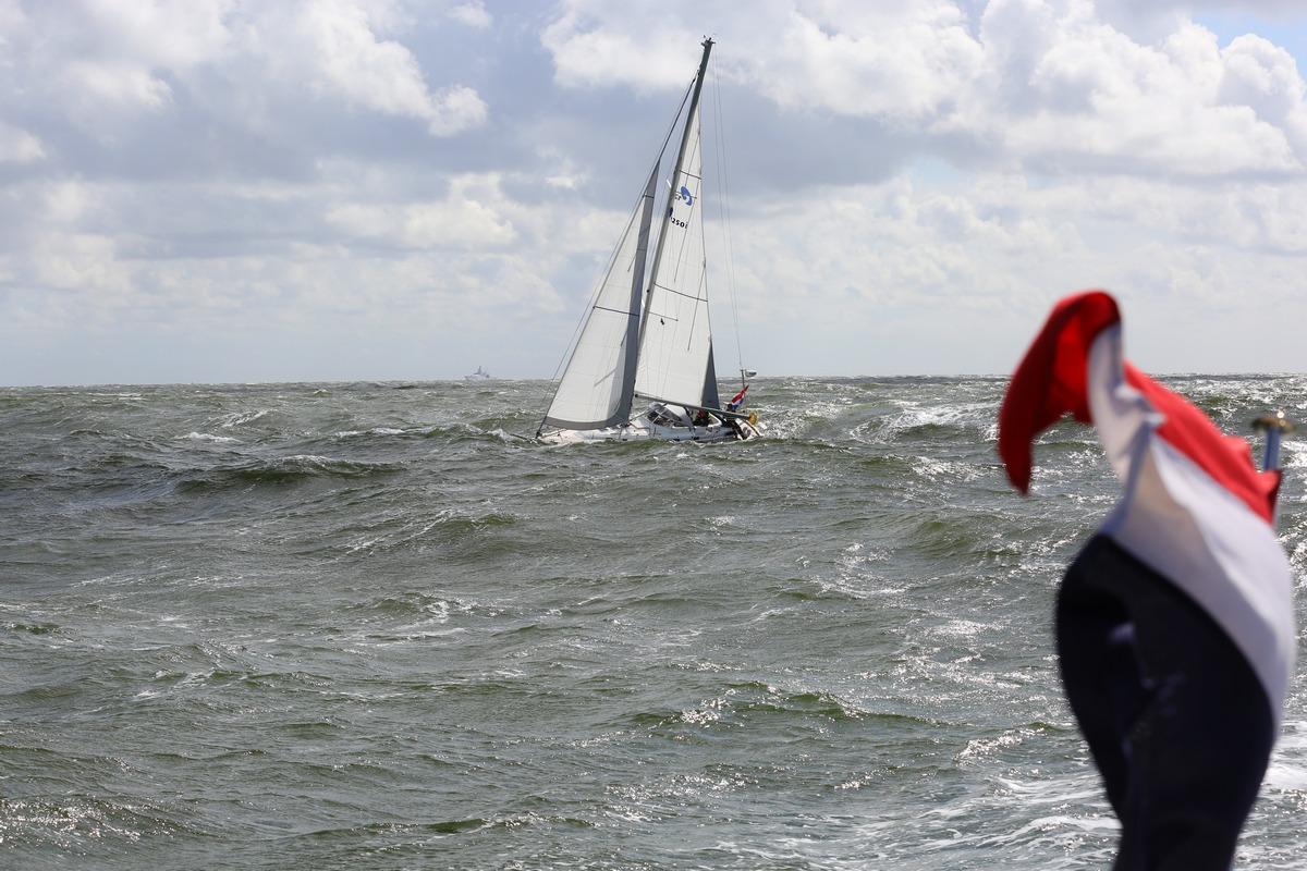 Vergleich Motorboot Segelboot Elling E4 vs. C-Yacht 12.50i 2015 IJmuiden Ngu8C8A0043
