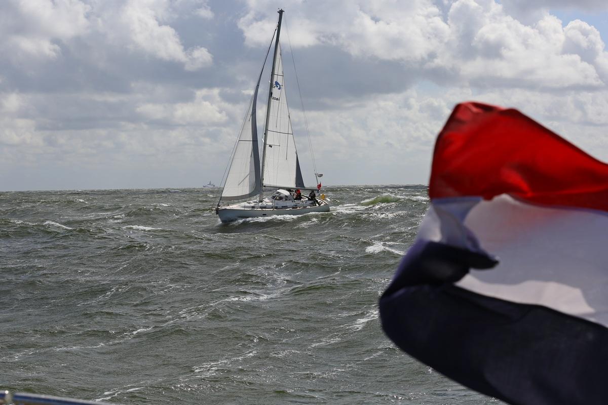 Vergleich Motorboot Segelboot Elling E4 vs. C-Yacht 12.50i 2015 IJmuiden Ngu8C8A0045