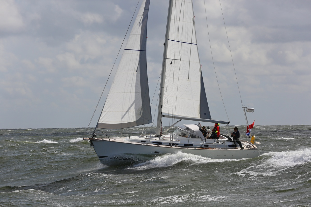 Vergleich Motorboot Segelboot Elling E4 vs. C-Yacht 12.50i 2015 IJmuiden Ngu8C8A0051