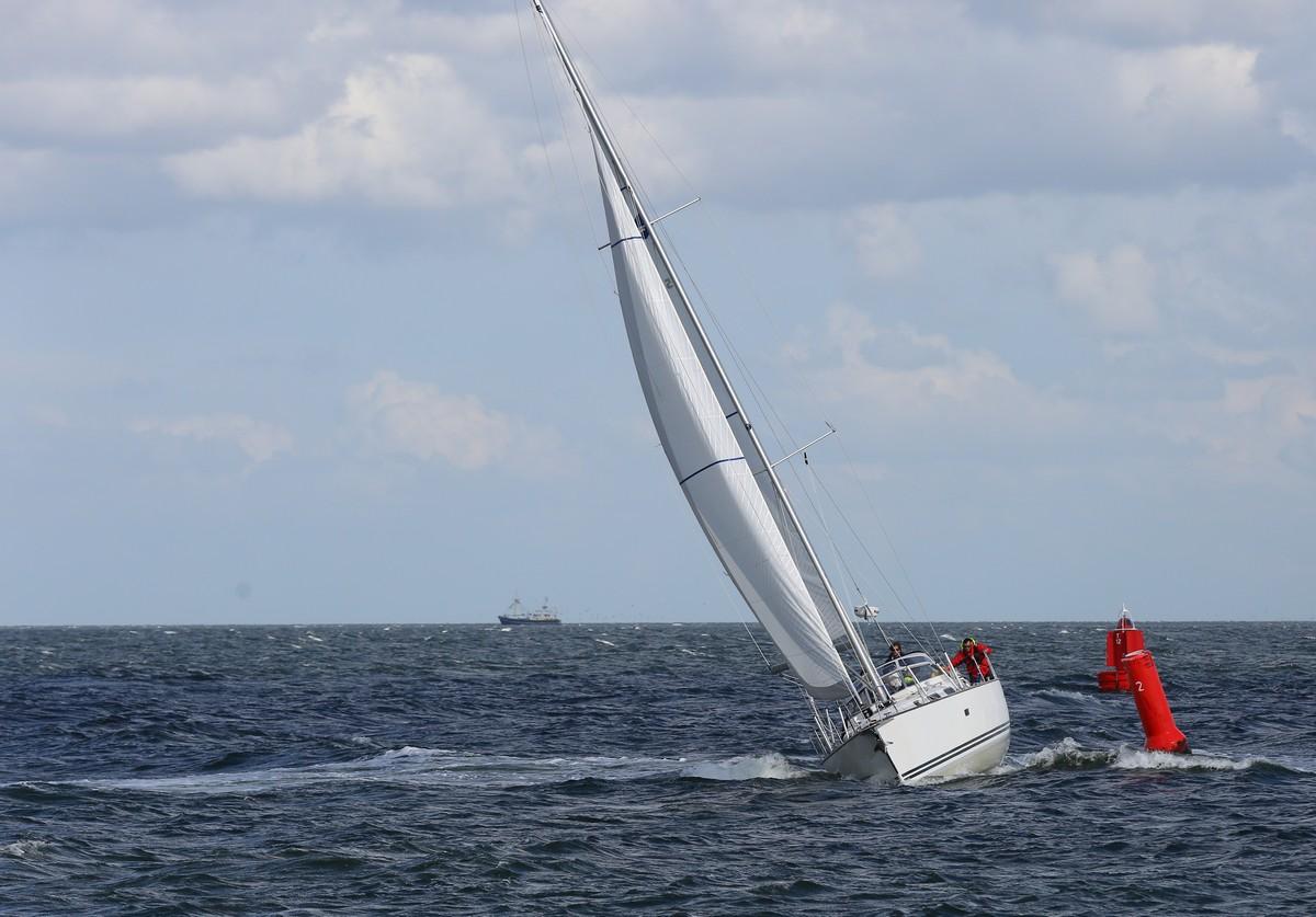 Vergleich Motorboot Segelboot Elling E4 vs. C-Yacht 12.50i 2015 IJmuiden Ngu8C8A0102