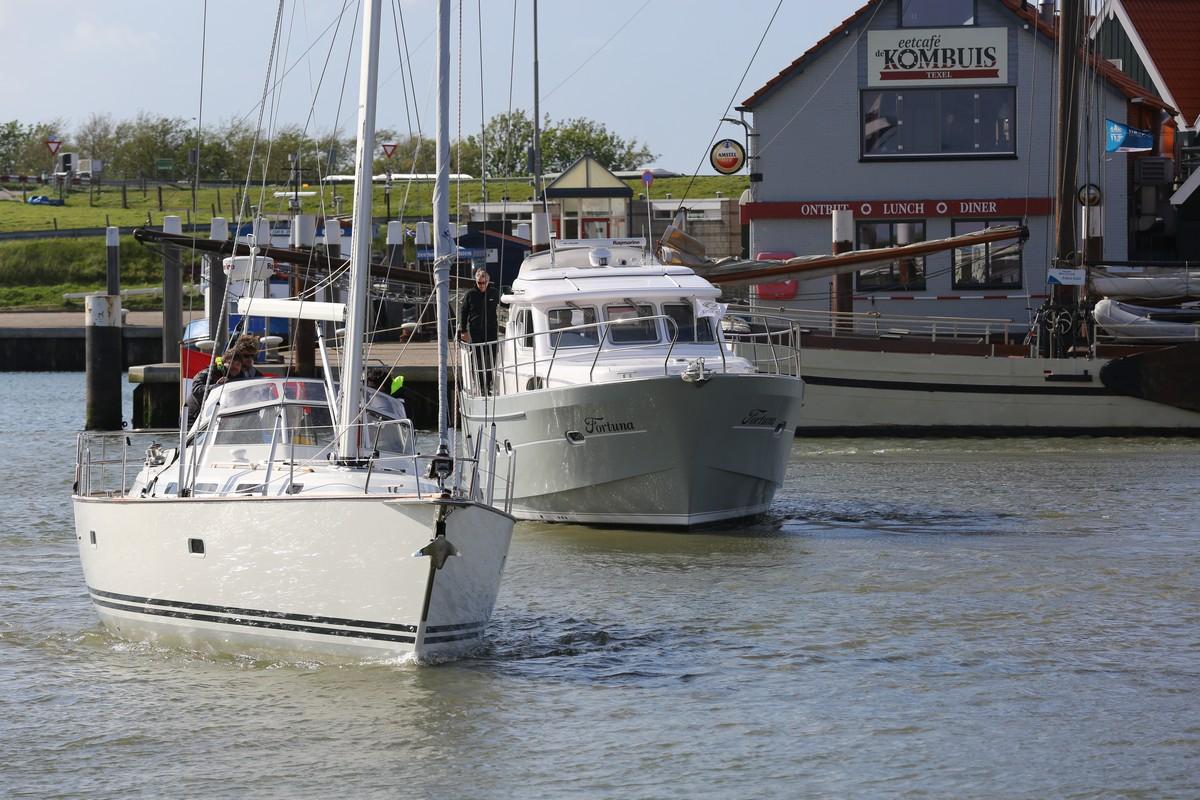 Vergleich Motorboot Segelboot Elling E4 vs. C-Yacht 12.50i 2015 IJmuiden Ngu8C8A0115