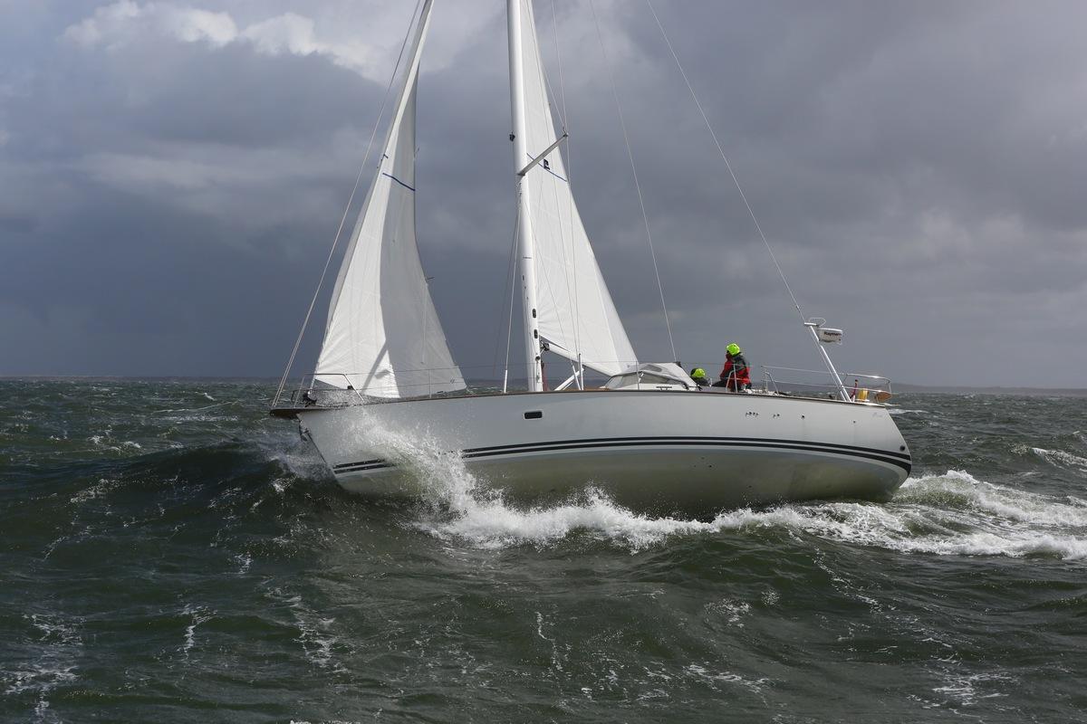 Vergleich Motorboot Segelboot Elling E4 vs. C-Yacht 12.50i 2015 IJmuiden Ngu8C8A9943