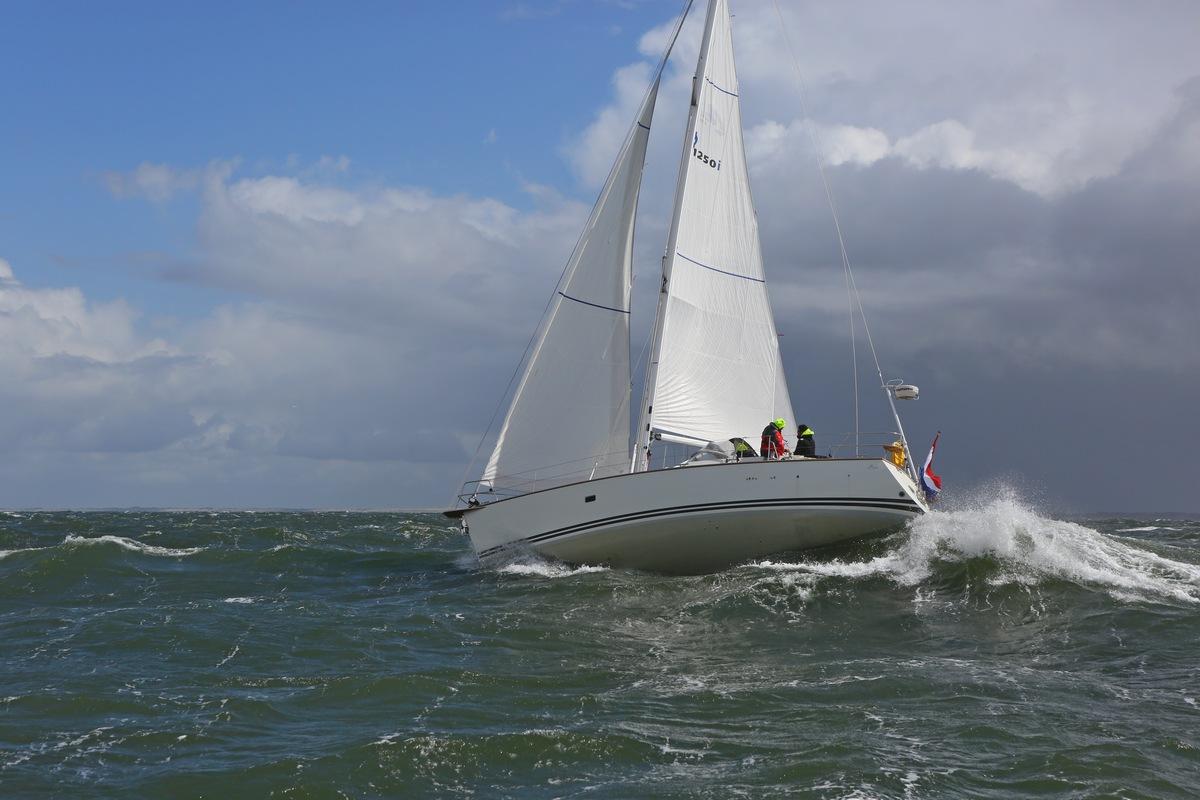 Vergleich Motorboot Segelboot Elling E4 vs. C-Yacht 12.50i 2015 IJmuiden Ngu8C8A9948