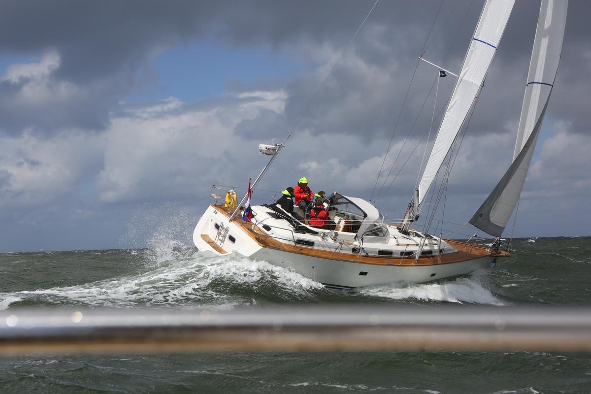 Vergleich Motorboot Segelboot Elling E4 vs. C-Yacht 12.50i 2015 IJmuiden Ngu8C8A9976