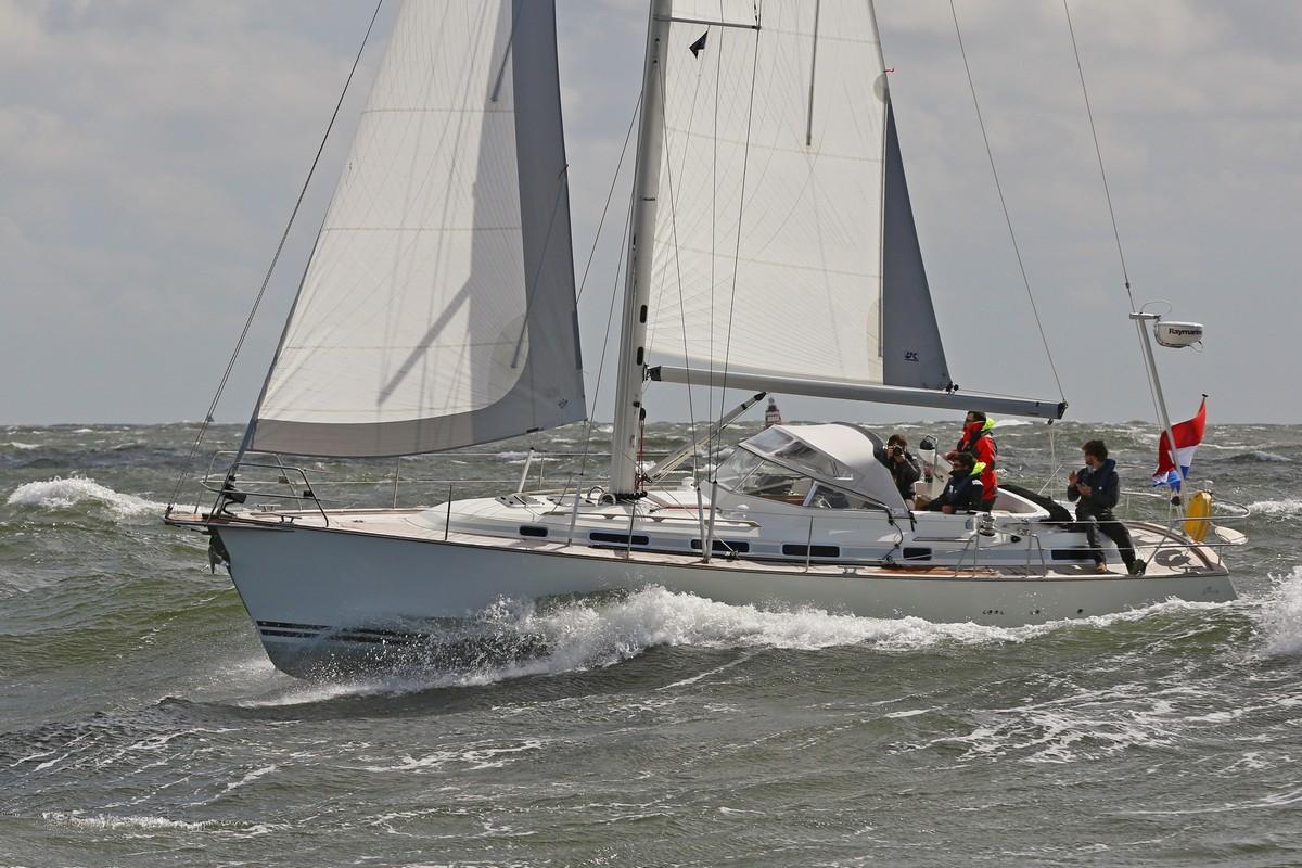 Vergleich Motorboot Segelboot Elling E4 vs. C-Yacht 12.50i 2015 IJmuiden aangepast