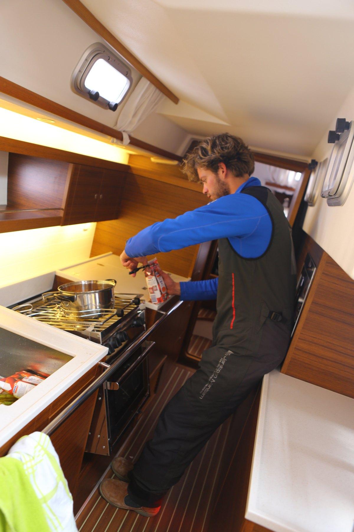 Vergleich Motorboot Segelboot Onboard C-Yacht 2015 IJmuiden Ngu8C8A0309